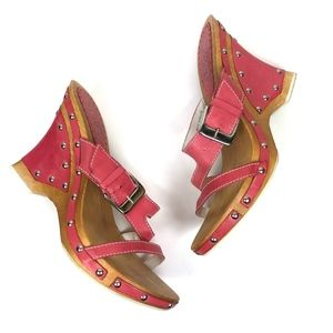 Pink Leather Studded Wooden Wedge Buckle Sandals